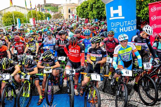 Bikers en la salada de la Huelva Extrema.