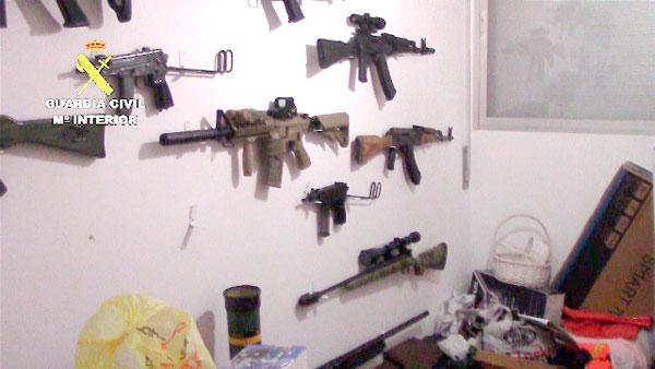 Imagen de algunas de las armas incautadas en la operación.