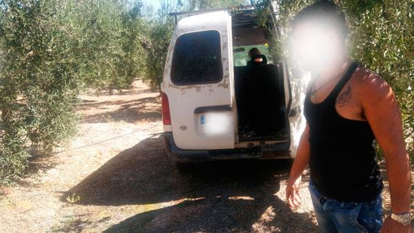 """Imagen de uno de los individuos detenidos por la Guardia Civil en la """"Operación Vanetuna""""."""