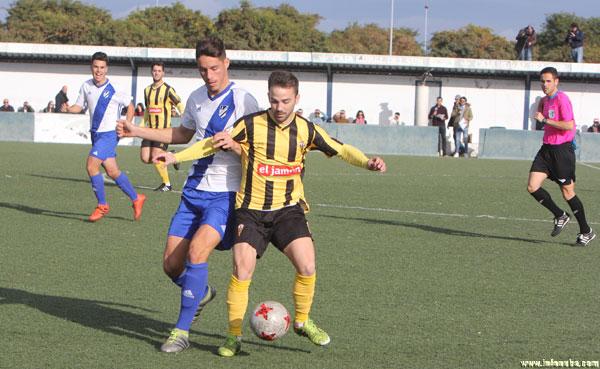 Imagen de un encuentro esta temporada del San Roque de Lepe ante el Atlético Onubense.