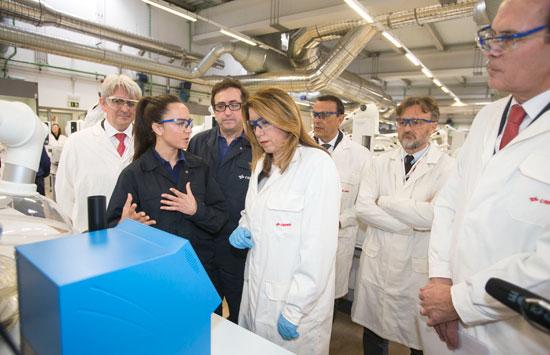 Susana Díaz visita el Laboratorio de Cepsa.