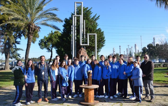 Escolares del Colegio San Vicente de Paul en las instalaciones de Cepsa en Huelva.
